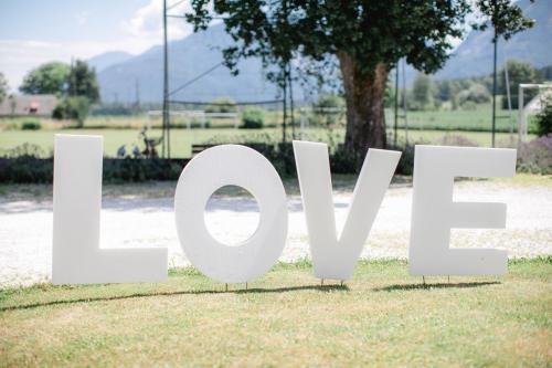 LOVE Buchstaben - ideal als Fotohintergrund
