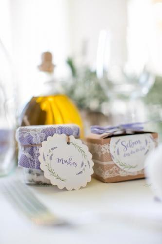 Gastgeschenk: Hier Salz und Hochzeitsmandeln