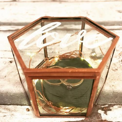 Ringkissen: im Glas mit handgeschriebenem Deckel